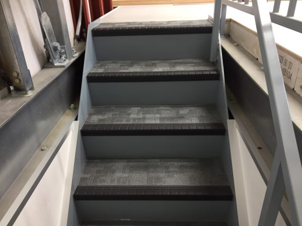 防水工事・株式会社APEX・東京都・西東京市・防滑シート張り